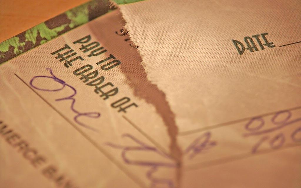 Perizie grafologiche firma falsa su assegni